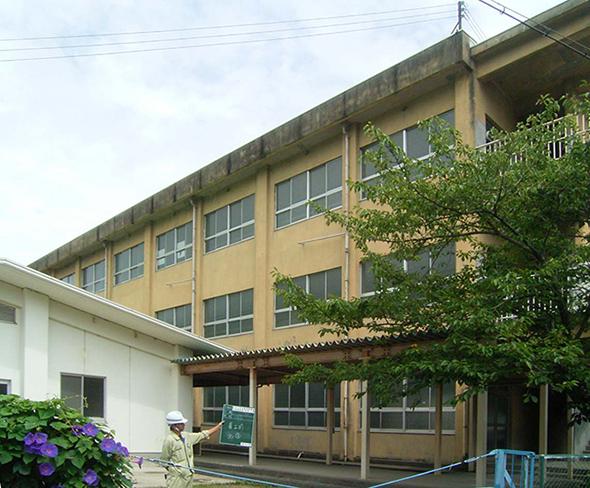 日方小学校